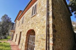 stone farmhouse restored for sale south Tuscany between Castagneto Carducci and suvereto