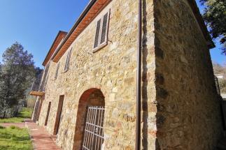 casale in pietra ristrutturato in vendita nel sud della Toscana tra Castagneto carducci e suvereto