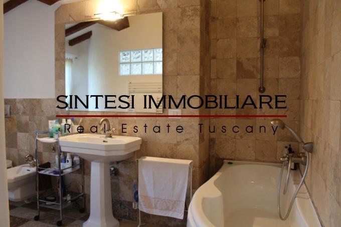 bagno-autentico-casolare-con-piscina-in-vendita-toscana-livorno-campagna-di-suvereto