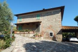 Prestigioso casale in pietra in vendita con dependance e piscina podere luigi