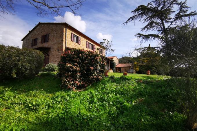straordinaria-tenuta-nove-ettari-tre-casali-in-vendita-toscana-maremma-scansano