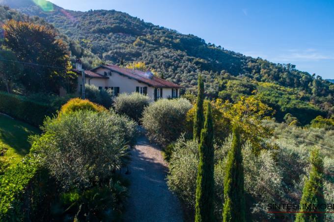 straordinaria-villa-con-parco-privato-sulle-colline-in-vendita-toscana-lucca