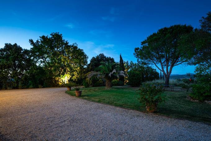 tramonto-dalla-villa-di-lusso-con-piscina-vicino-mare-in-vendita-sud-toscana-suvereto