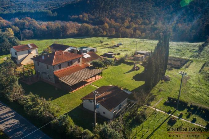 tenuta-borgo-5-edifici-in-vendita-sud-toscana-maremma-suvereto