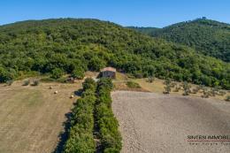 Seducente tenuta con 2 casali in vendita in Toscana tra Volterra e San Gimignano poggio ugolino