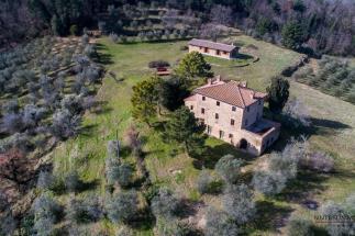 prestigiosa tenuta con villa ottocentesca e casale in vendita in Toscana | campagna di Volterra