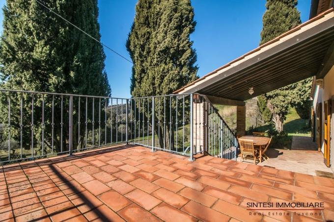 terrazza-panoramica-villa-di-campagna-in-vendita-toscana-tra-castagneto-carducci-e-suvereto