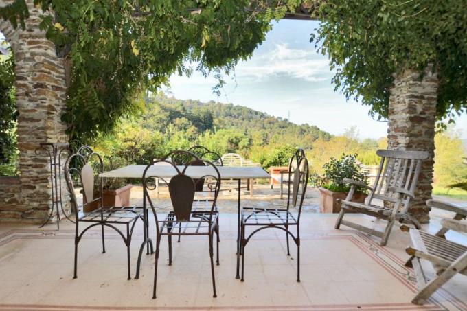 terrazza-prestigioso-casale-in-vendita-toscana-lucca-pietrasanta