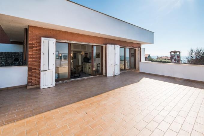 terrazza-a-picco-sul-mare-prestigioso-appartamento-in-vendita-toscana-castiglioncello