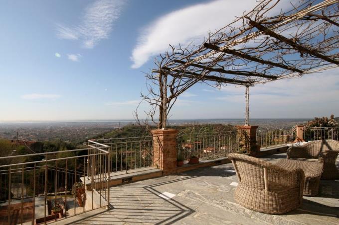 terrazza-con-vista-mare-immensa-in-vendita-in-toscana-versilia-pietrasanta