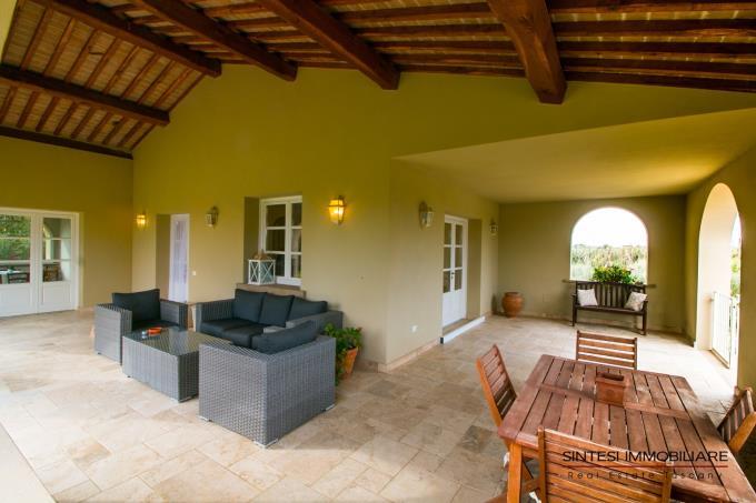 terrazza-ad-archi-villa-contemporanea-in-vendita-toscana-costa-livorno-bolgheri