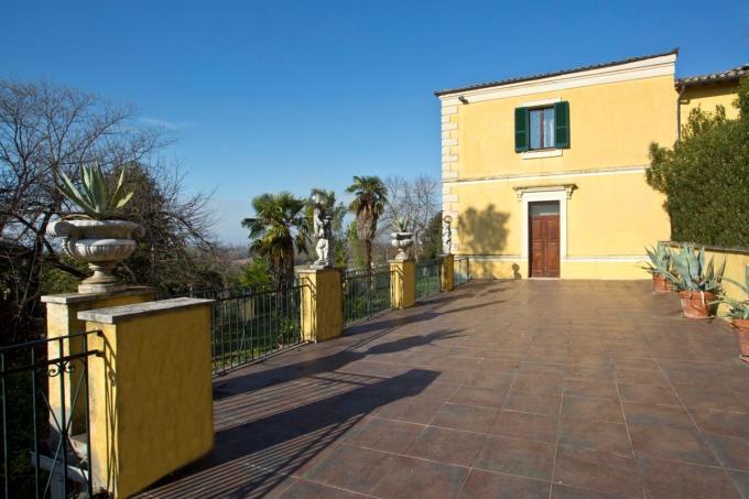terrazza-esclusiva-villa-ottocentesca-in-vendita-umbria-spoleto