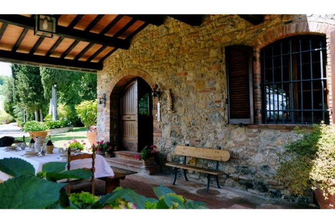 the fine portico of property for sale in tuscany near radicondoli.jpg