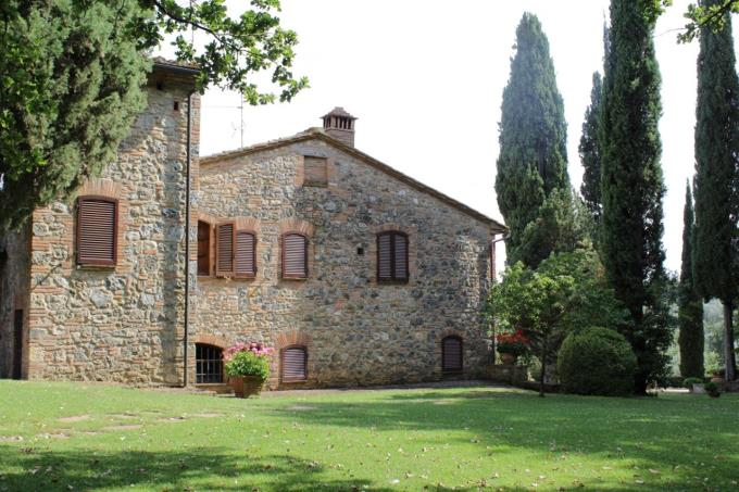 the perfect garden of fine farmhouse for sale in tuscany near siena.JPG