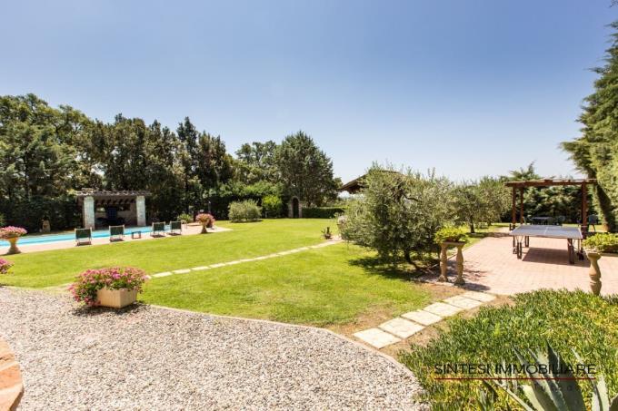 ampio-giardino-privato-vistamare-villa-vendita-toscana-costaetrusca