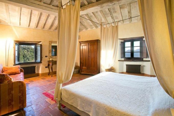suite-tenuta-con-castello-con-splendida-vista-mare-in-vendita-toscana-volterra