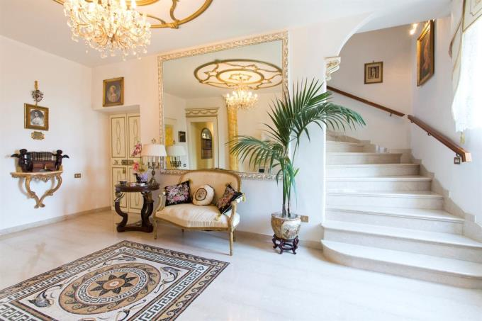 scala-in-marmo-villa-storica-in-vendita-umbria-spoleto