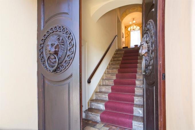 scalone-principale-esclusiva-villa-in-vendita-umbria-spoleto