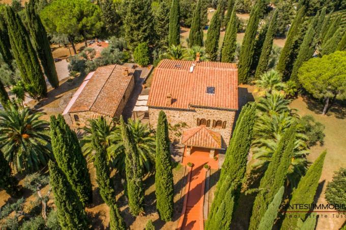 tenuta-con-villa-di-charme-piscina--in-vendita-toscana-livorno-suvereto