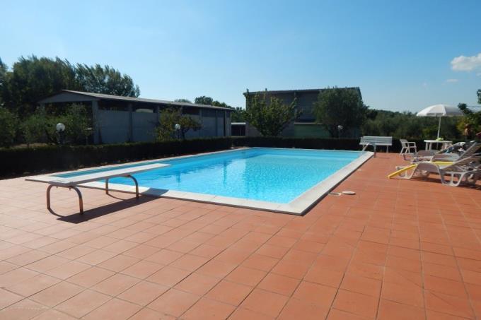 piscina-rustico-casale-in-pietra-toscana-pisa-chianni