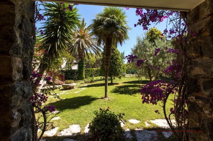 porticato-villa-spiaggia-costa-toscana-castiglioncello