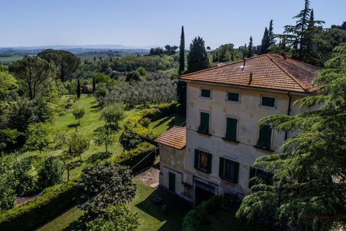 il-parco-della-villa-antica-in-vendita-in-toscana-tra pisa-e-volterra