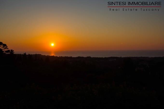 tramonto-dal-lussuoso-casale-dominante-in-vendita-toscana-costa-livorno