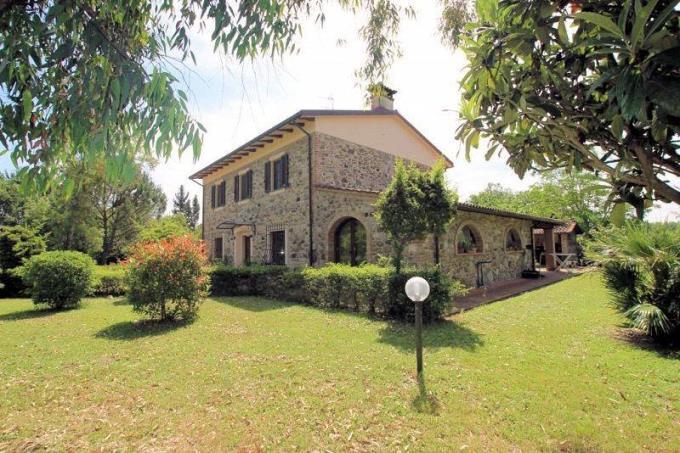 esclusivo-casale-con-guesthouse-in-vendita-toscana-pisa-chianni