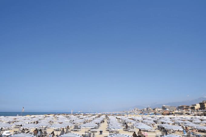 spiaggia-villa-sul-mare-in-vendita-toscana-versilia