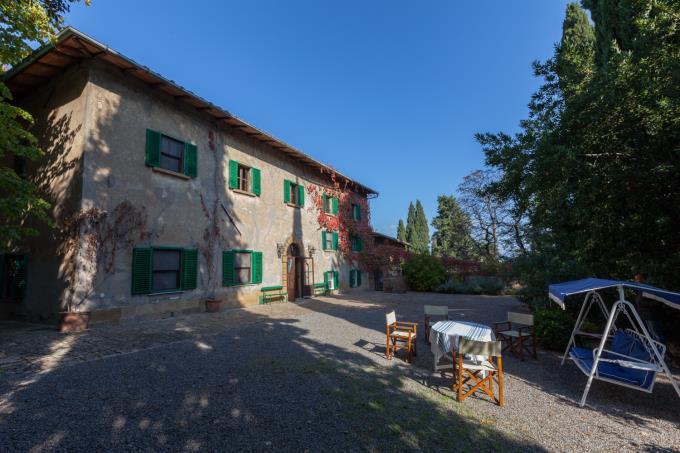 villa-d'epoca-affrescata-con-piscina-11-camere-8-bagni-in-vendita-toscana-pisa-volterra