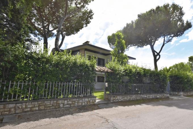 villa-di-prestigio-con-parco-sul-mare-in-vendita-in-toscana-versilia-lido-camaiore