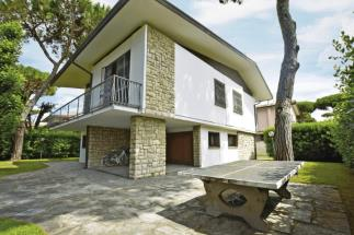exclusive villa for sale in tuscany Lido di Camaiore versilia coast