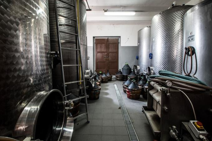 cantine-esclusiva-fattoria-in-vendita-toscana-pisa-chianni
